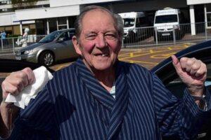 Nonno di 75 anni sconfigge due volte il cancro e con un solo polmone batte anche il Coronavirus