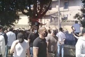 Neofascisti e ultras al Circo Massimo: fumogeni contro i giornalisti