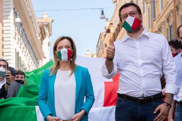 """""""La mafia sbagliò fratello"""", insulti a Mattarella al corteo della destra"""