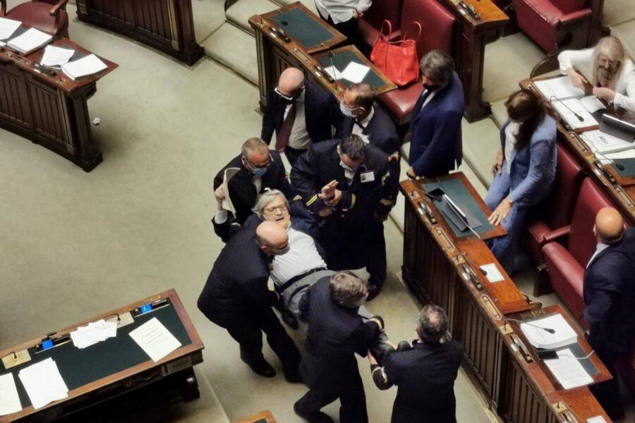 Perché Vittorio Sgarbi è stato espulso dalla Camera