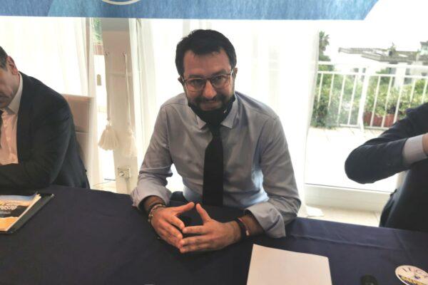 Salvini punta solo alla sua visibilità: è lui lo sfidante di De Luca (come con Bonaccini)