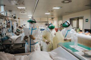 Sanità, nella lista della spesa di De Luca mancano ospedali e personale
