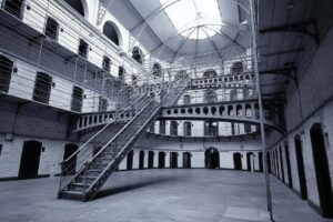 Suicidi e affollamento, così le carceri campane sono tornate indietro di 20 anni