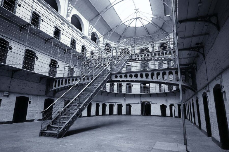 Dramma carceri, boom di patologie e disturbi psichici ma pochi medici
