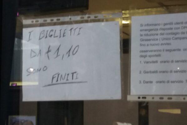 Napoli, il giallo dei biglietti di bus e metro introvabili: è caos nei trasporti