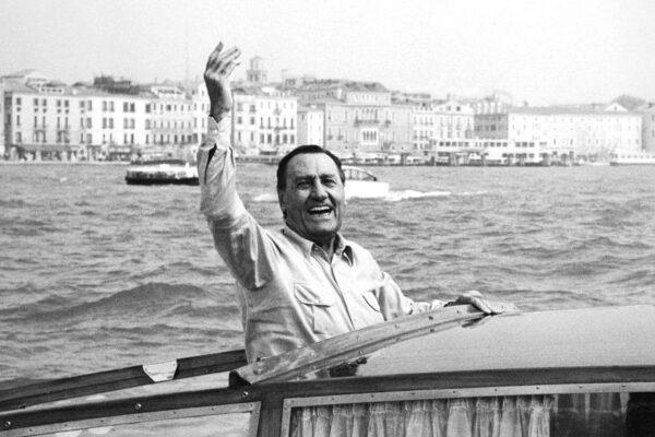 Alberto Sordi nasceva 100 anni fa, la sua filmografia è la biografia dell'Italia