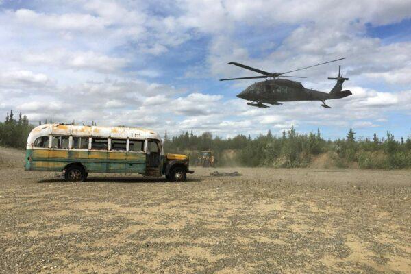 """Alaska, rimosso il Magic Bus di 'Into the Wild': """"Troppi morti e pericoli"""""""