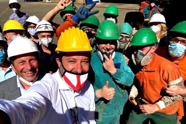 """Salvini e la gaffe sul Ponte di Genova: """"Si auto-alimenterà con pannelli di metano"""""""