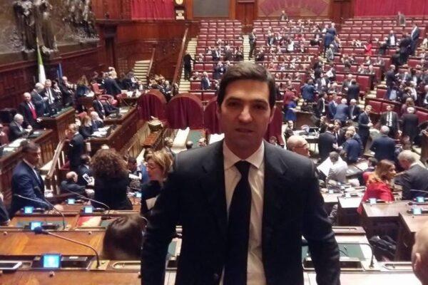 Francesco Acquaroli, il candidato del centrodestra nelle Marche e la cena su Mussolini nel luogo dell'eccidio nazista