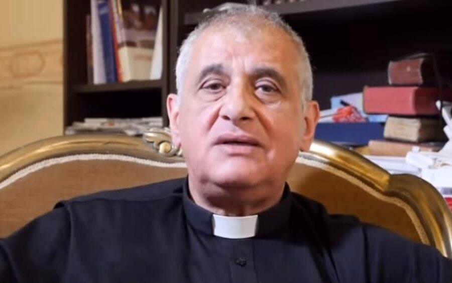 Perché si è dimesso Don Ricotta, il prete che non vuole dare la comunione coi guanti