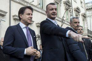 Basta passerelle mediatiche, veline di Casalino e video stile Istituto Luce: Conte faccia riforme in Parlamento