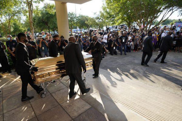 Funerali George Floyd a Houston: più di seimila persone alla camera ardente a Houston