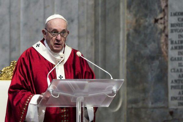 """Il monito di Papa Francesco: """"Non servono parolai che promettono l'impossibile"""""""