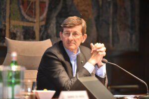 Colao presenta il piano della task force a Conte, 6 punti per rilancio