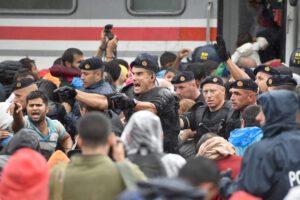 La rotta della violenza, la via pericolosa dei profughi che sognano un posto sicuro in Europa