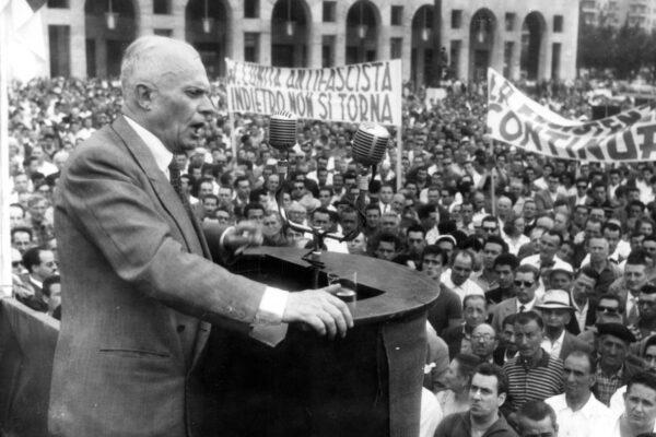 Storia dell'estate 1960, quando Pertini accese la miccia che fece cadere il governo Tambroni
