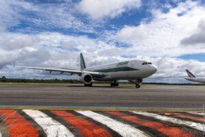 """Stop al bagaglio a mano negli aerei, scatta da oggi il divieto per """"motivi sanitari"""""""