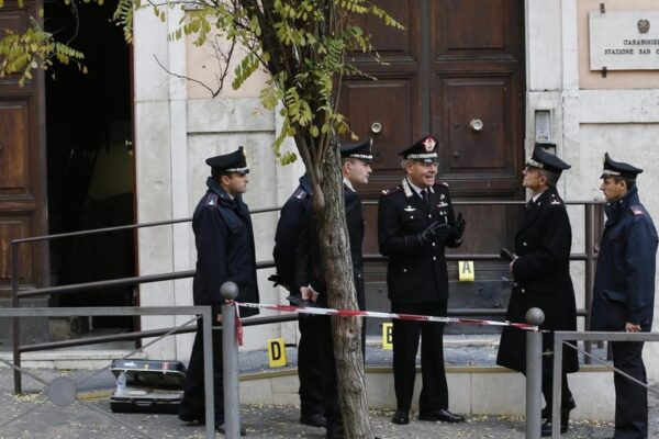 Attentati anarchici, smantellata una cellula con base in un centro sociale di Roma: sette arresti