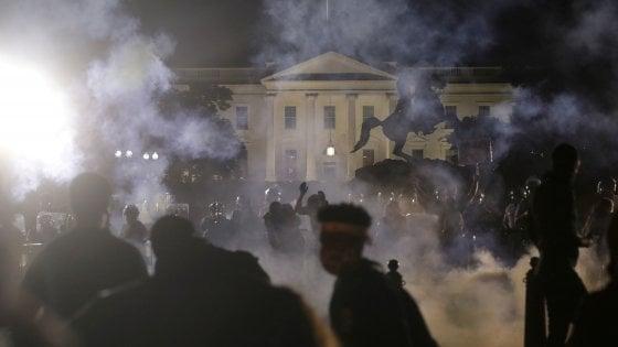 Casa Bianca sotto assedio, spente le luci per sicurezza