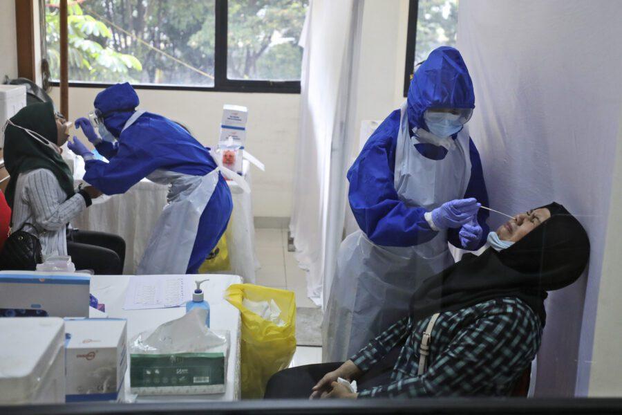 Coronavirus, 183mila casi in un giorno: allarme dell'Oms per il nuovo record