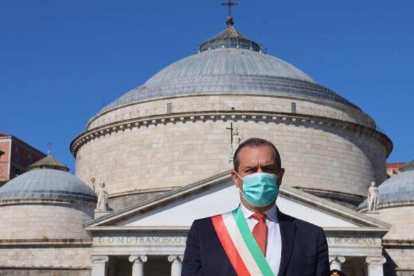 """Festa della Repubblica, de Magistris: """"Ho la tentazione di riconsegnare la fascia da sindaco"""""""
