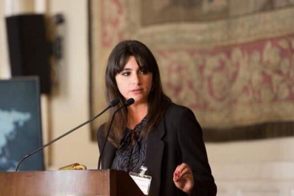 Eleonora de Majo, l'assessora che si crede Alexandria Ocasio-Cortez
