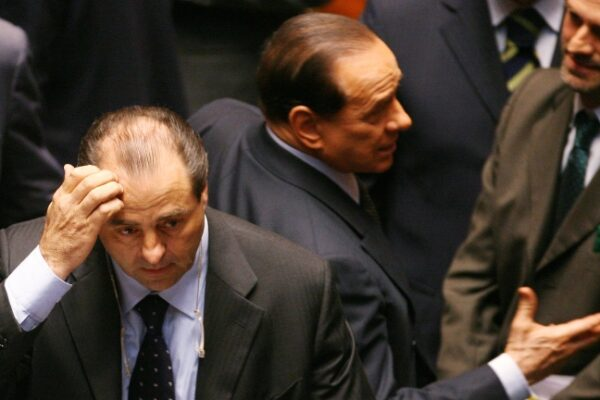 Quando con una telefonata all'alba iniziò la caccia a Berlusconi