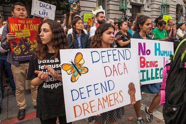 Schiaffo della Corte Suprema a Trump, salvati i 'Dreamers'