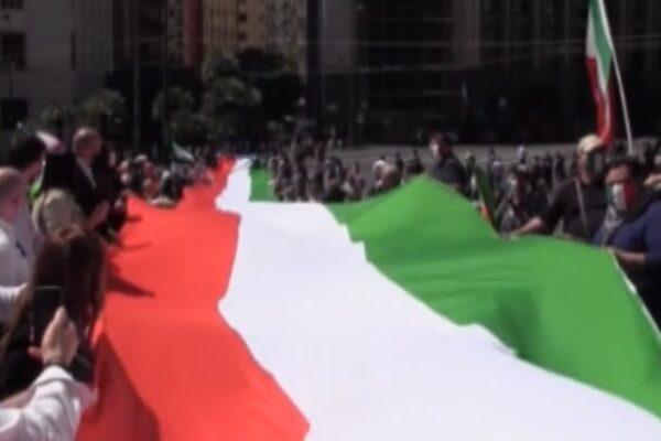 """""""Camicia nera trionferà"""", cori fascisti alla manifestazione del centrodestra"""