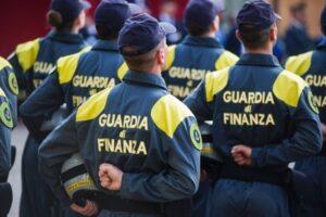 Finti finanzieri entravano in casa e derubavano le vittime: 10 arresti