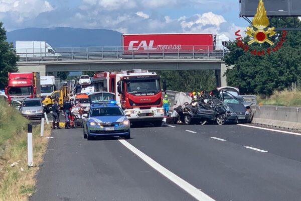 Tragico incidente sull'A1, quattro morti e diversi feriti: tra le vittime due bambini