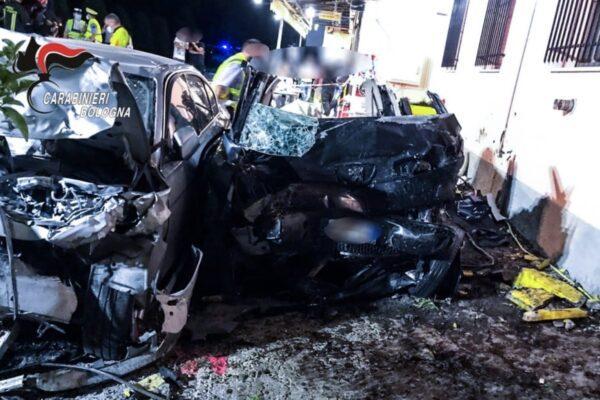Frontale tra due auto nel Bolognese, 4 morti: tra le vittime una bambina
