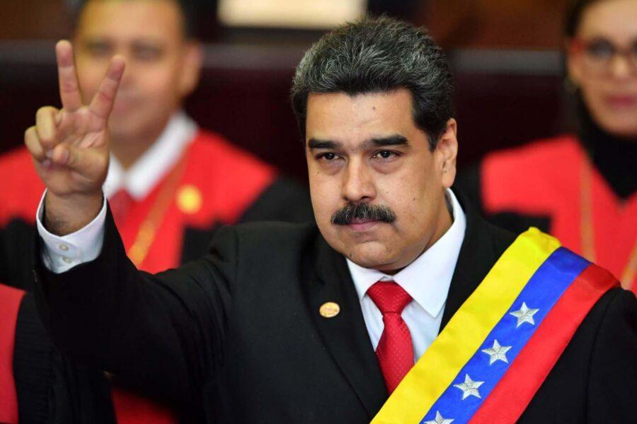 """Finanziamento venezuelano al M5S, da Caracas: """"Maduro non sa neanche chi sono i grillini"""""""