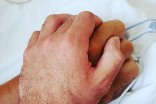 """""""Io questa mano non la lascio"""", il commovente messaggio di Niccolò Zanardi al padre Alex"""
