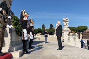 """Festa della Repubblica, l'appello di Mattarella: """"Crisi eccezionale, servono unità e coesione"""""""