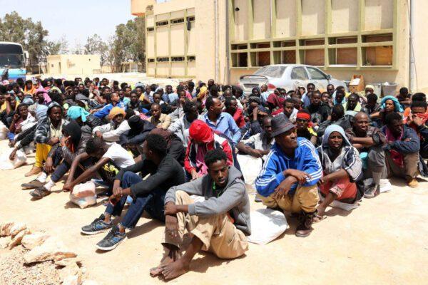 """Libia, l'allarme di Medici senza frontiere: """"Migranti allo stremo, vanno evacuati"""""""