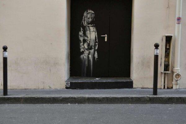 Ritrovata in Italia la porta del Bataclan con il murale di Banksy rubato nel 2019