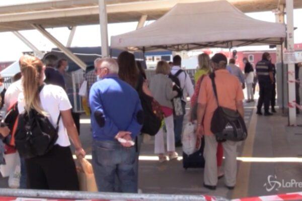 Fase 3 a Napoli: controlli rigidi per i passaggeri diretti alle isole del Golfo