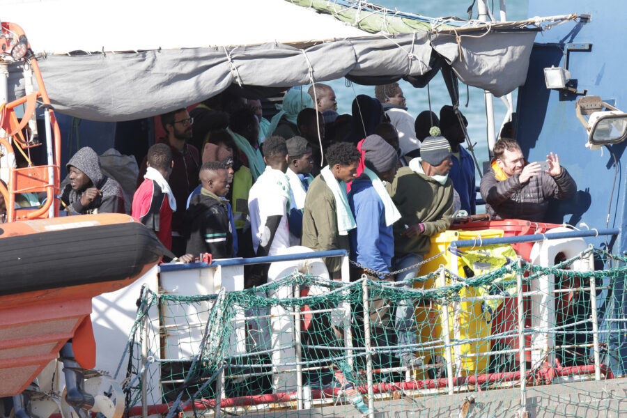 Naufragio di migranti nell'Egeo: 4 dispersi. La Mare Jonio soccorre altre 43 persone