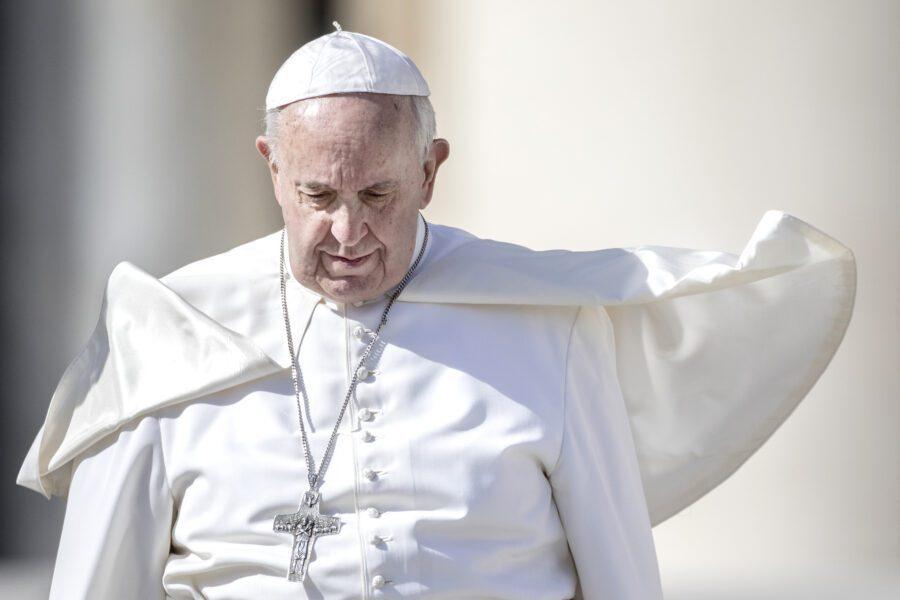 Papa Francesco furioso, tenuto all'oscuro della nota anti-gay dei vescovi
