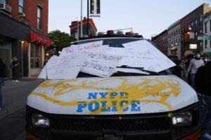 Bruciano gli Usa, salgono morti e feriti: Trump minaccia uso dell'esercito contro le proteste