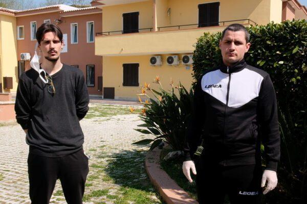 """Mattia e Salvatore, gli educatori del Rione Traiano: """"Così aiutiamo i bambini a stare lontano dalla malavita"""""""