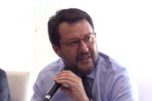 """Salvini a ruota libera attacca Berlusconi, il governo Conte e sfida De Luca: """"Presto il nostro candidato"""""""