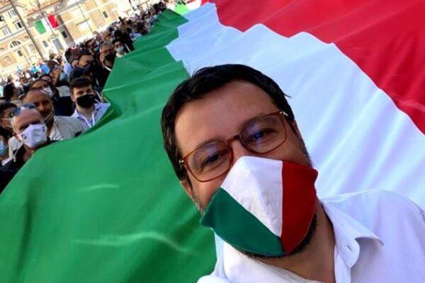 """Salvini e il 2 giugno, quando per il leader leghista non c'era """"un ca**o da festeggiare"""""""
