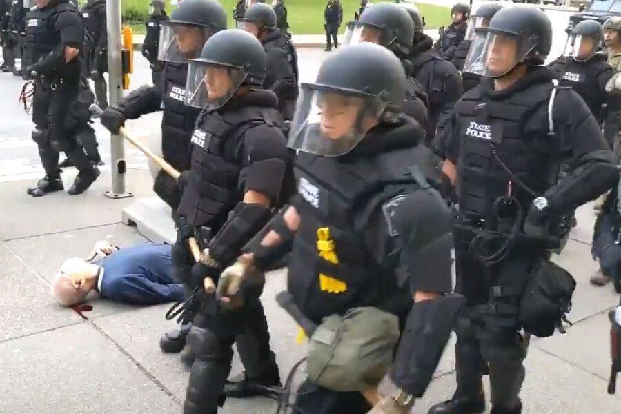 L'anziano manifestante spinto a terra dalla polizia scuote di nuovo gli Usa