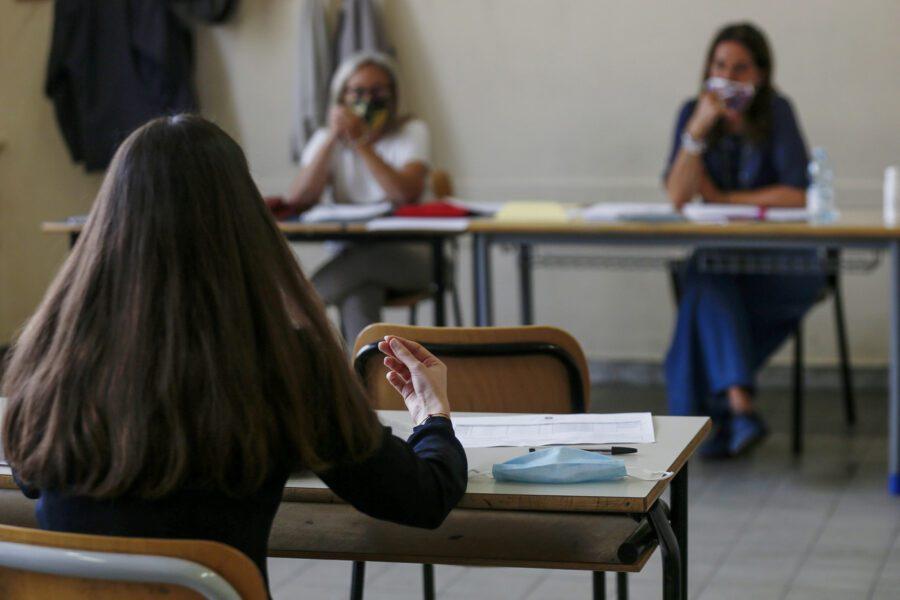 Scuola, accordo tra Governo e Regioni: si inizia il 14 settembre, distanziamento di un metro tra studenti