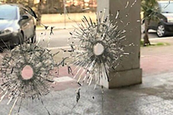 Bomba e raffica di spari contro abitazione, notte di terrore a Casoria
