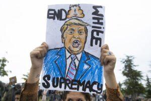 Black Lives Matters: Trump non perde consensi. Rivolte in tutto il mondo in favore degli afroamericani