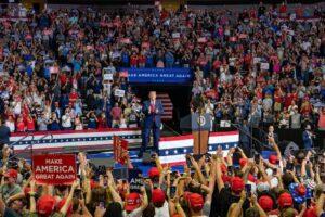 """Trump, primo comizio flop a Tulsa: """"Rallentiamo i tamponi per il Coronavirus"""""""