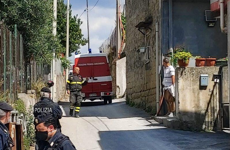 Dramma a Napoli, crolla muro di contenimento: morti due operai